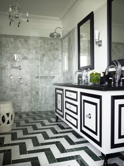 ванная комната с черно белой плиткой