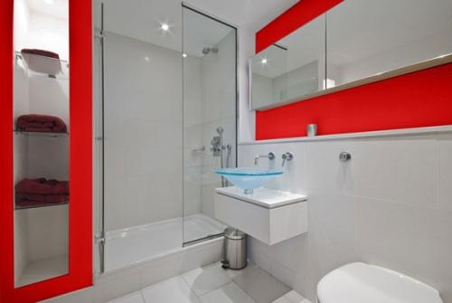 Один из вариантов дизайна интерьера маленькой ванной комнатушки