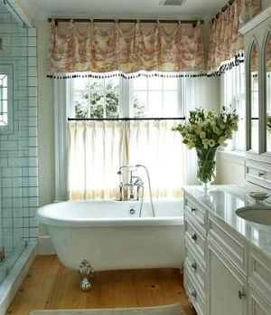 Штора для окна в ванной своими руками