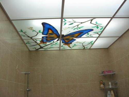 Потолок ванной комнате - фото