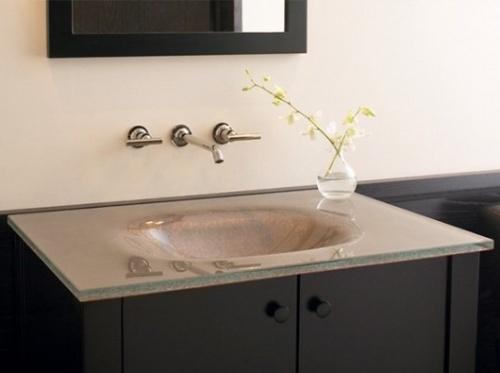 Стеклянные раковины со столешницей в ванной комнате
