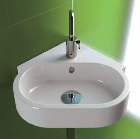 Красивый угловой умывальник в ванной