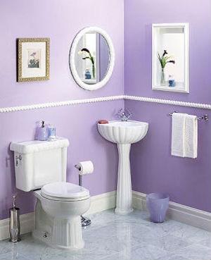 Угловой умывальник в ванной на фото