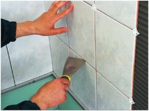 Как положить плитку в комнате своими руками