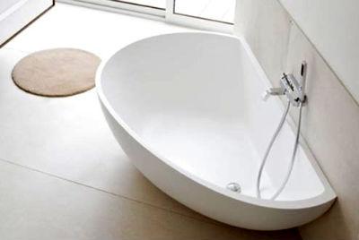 Необычная форма акриловой ванны