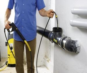 Как прочистить канализационную трубу в частном доме своими руками