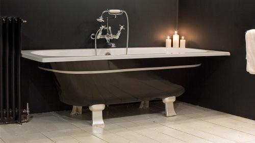 стильная чугунная ванна на фото