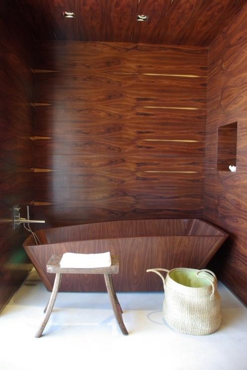 красивая ванна из дерева