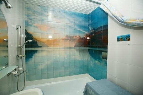 фотоплитка для ванной на фото