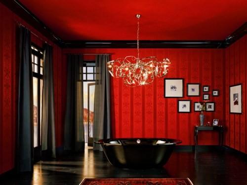 ванная комната в красном и черном цветах