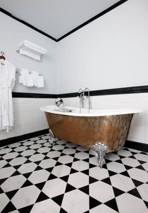 красивая ванная на ножках