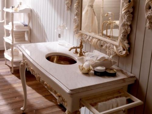 умывальник в классической ванной