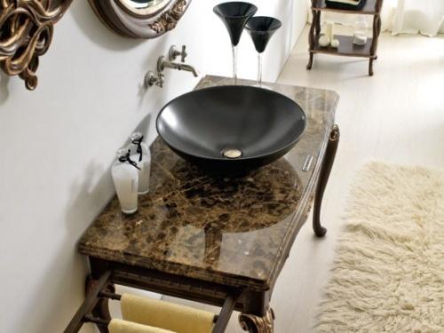 интересный декор ванной в классическом стиле