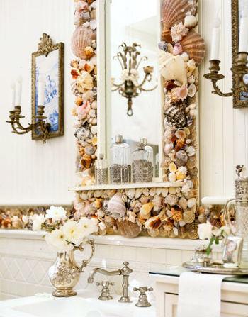 зеркало и ракушки в оформлении дизайна