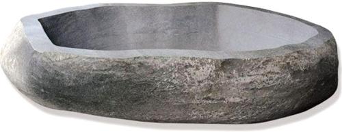 Ванна вырезана из камня