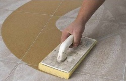 Затирка кафельной плитки на полу