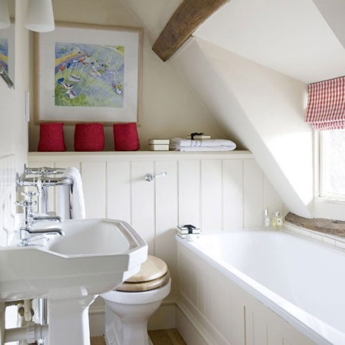 Окно в небольшой ванной комнате (5 квадратных метров)