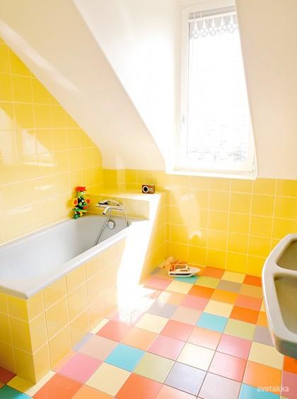 Желтый интерьер ванной