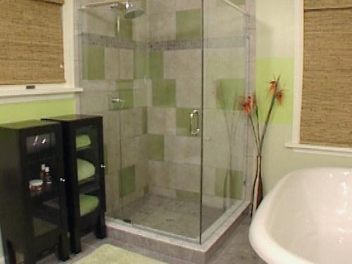 Душевая кабина в ванной комнате