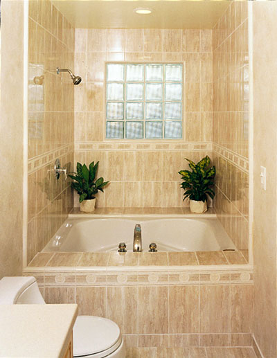 Небольшая ванная комнатка в многоэтажном панельном доме